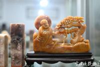 """宁波这种石被称为石头里的""""战斗机"""" 一块卖上万头"""