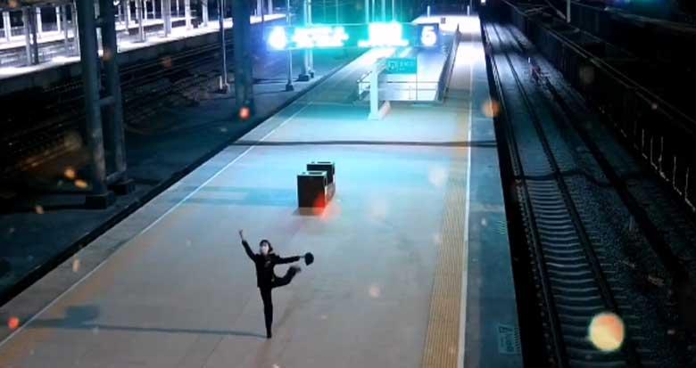除夕夜女客运员的一个举动被监控拍下!网友:美哭了