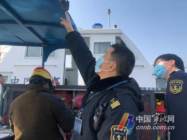坐渡船出行的人比平时多了一倍 春节宁波水上交通服务忙