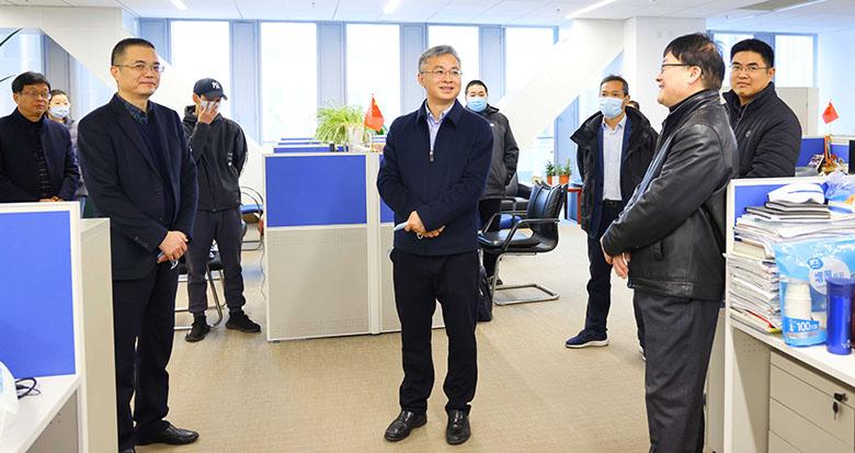李军赴宁波日报报业集团慰问一线采编人员