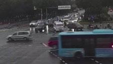 路遇救护车受阻 宁波街头两个路口都让出生命通道