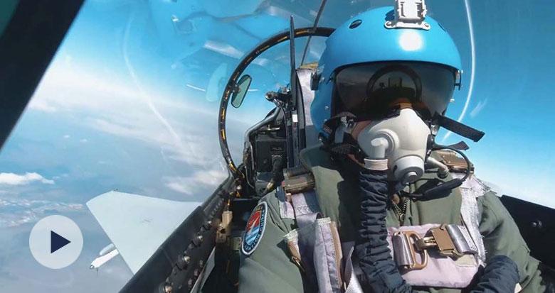 特级飞行员最后一次飞行 这段对话让人泪目
