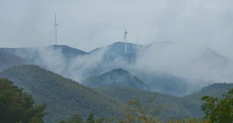 鄞州横溪大梅山上云雾缭绕 仙气十足