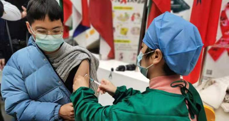 宁波高校师生接受疫苗接种