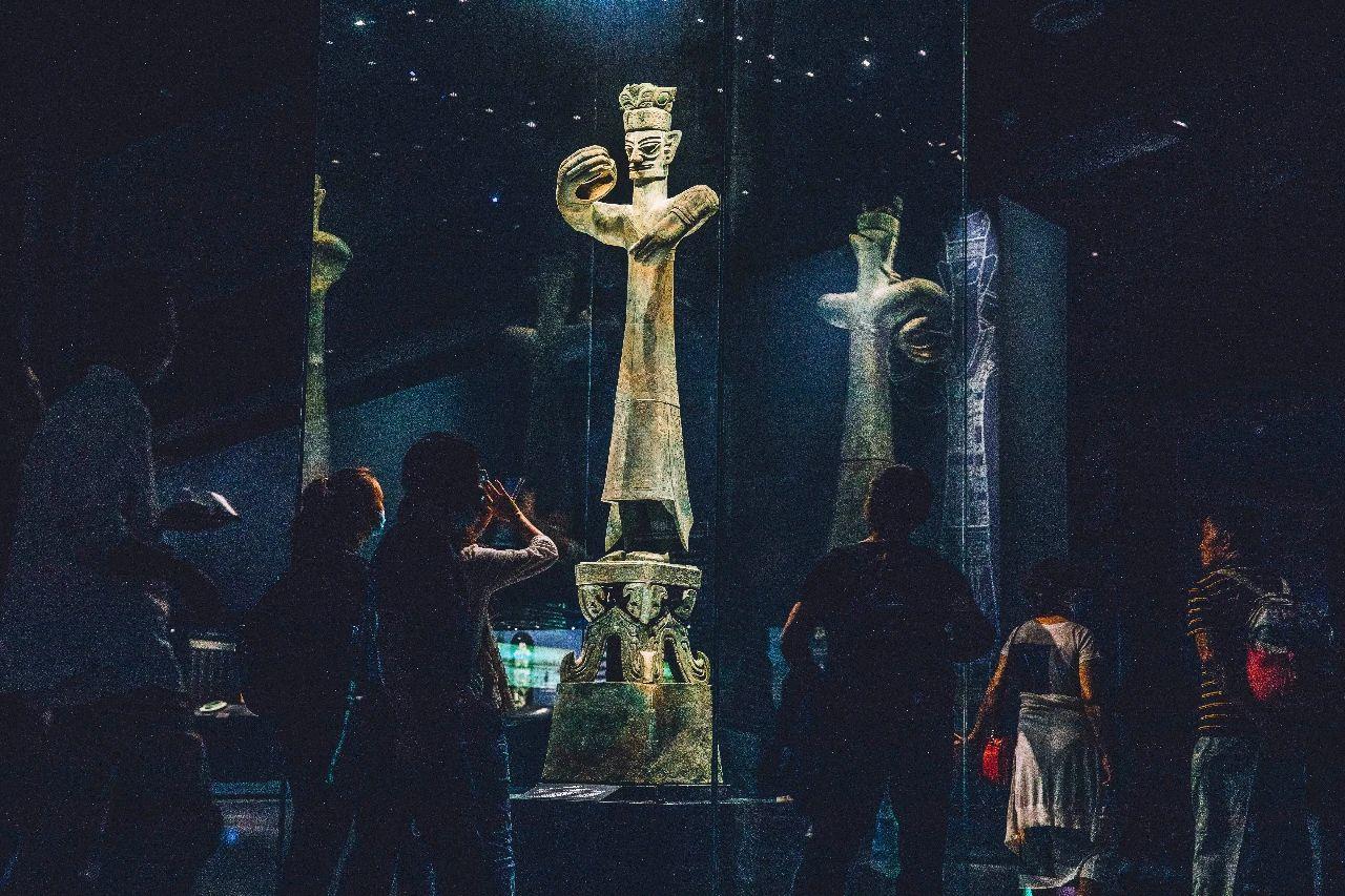 ▲青铜大立人像 图片来源:三联生活周刊