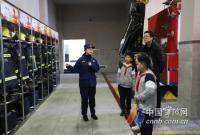 """宁波3名小朋友去消防队参观 却领回""""作业本"""""""