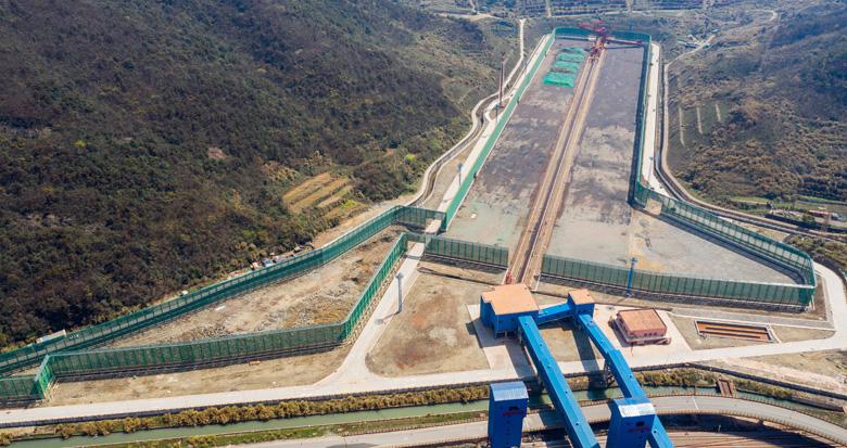 宁波首座30万吨级矿石码头即将投用
