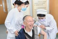 """武汉86岁院士接种疫苗 还唱起了""""苗苗苗"""""""