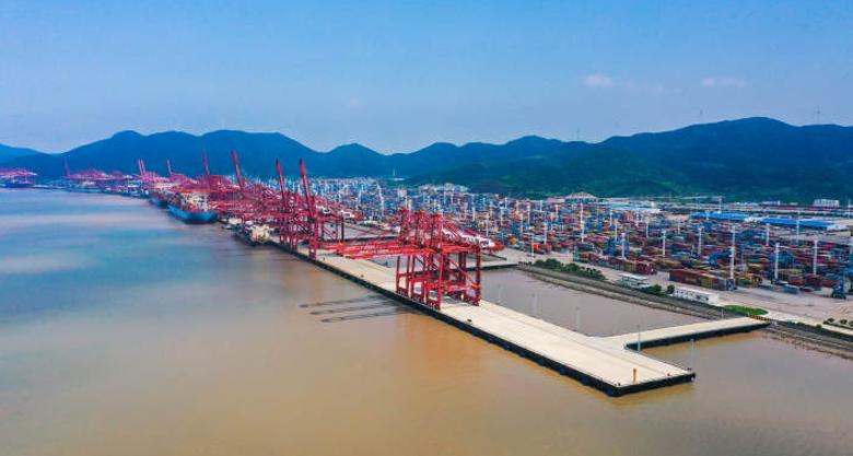 宁波舟山港首个千万级集装箱泊位群建成