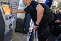 乘客吐槽在宁波火车站地下通道取个车票不容易 官方回应