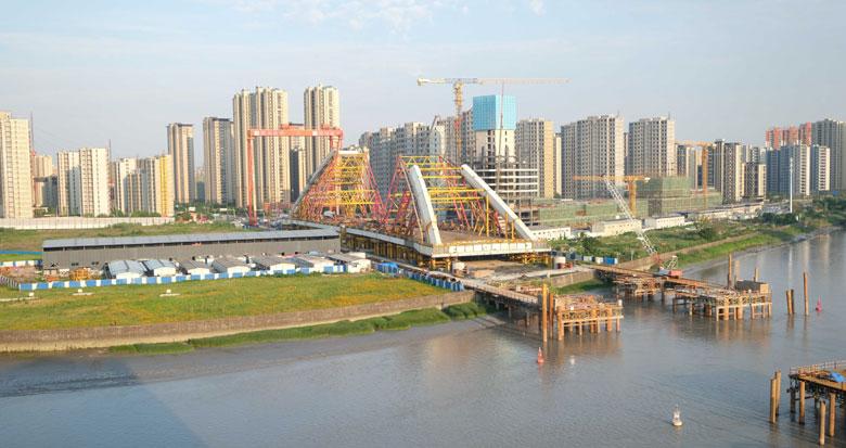 新典桥主桥初具规模