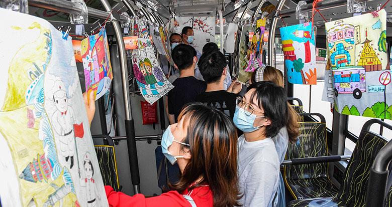 宁波公交车厢里的画展 你看过吗