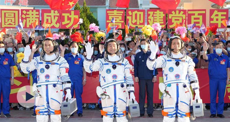 现场画面来了!聂海胜、刘伯明、汤洪波3名航天员领命出征
