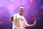 C位出道!幼儿园毕业典礼上宁波这位外公一跳成名 视频火了
