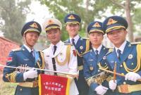 在建党100周年庆祝大会上 宁波小伙和战友吹响《义勇军进行曲》