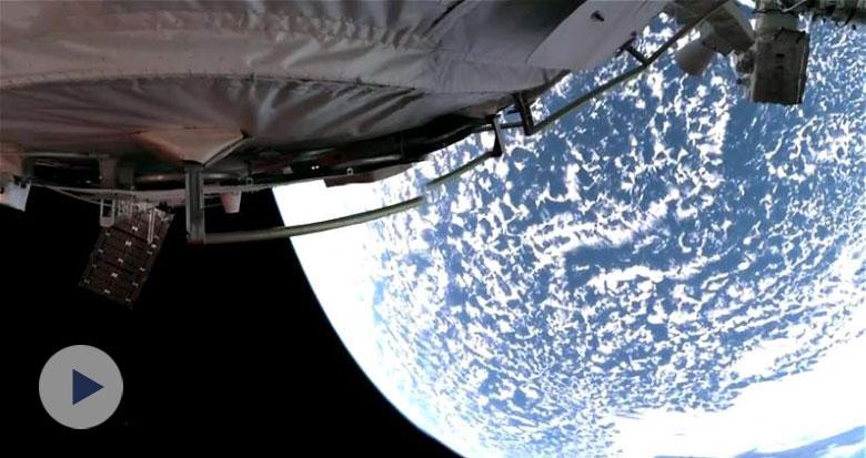 震撼!全景相机拍到地球绝美画面
