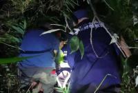 上海驴友爬野山被困 宁波民间救援队用刀开出一条下山路