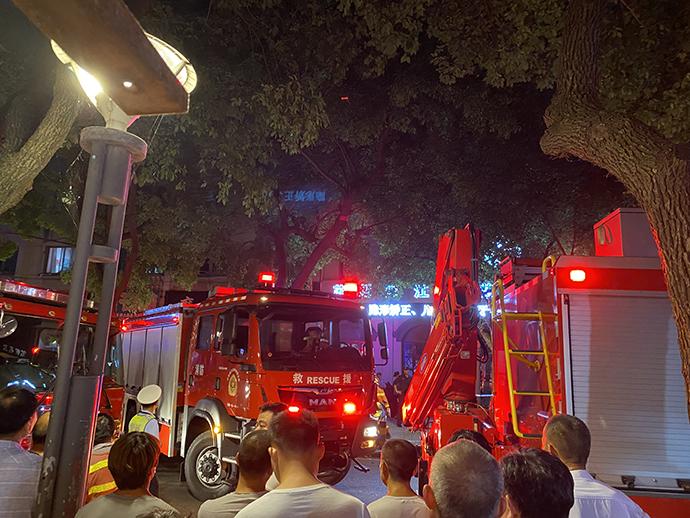 吴江酒店坍塌救援现场。澎湃新闻 袁杰 图