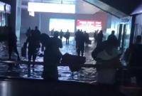 宁波游客亲历郑州暴雨现场:雨水倒灌车站