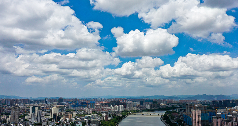 """甬城天空白云如絮 """"烟花""""外围云系带来绝美风景"""