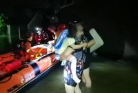 4岁女童手脱臼被困村内 海曙消防深夜冒险入村营救