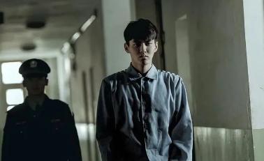 吴亦凡涉嫌强奸罪被刑拘 律师:或被判10年以上有期徒刑