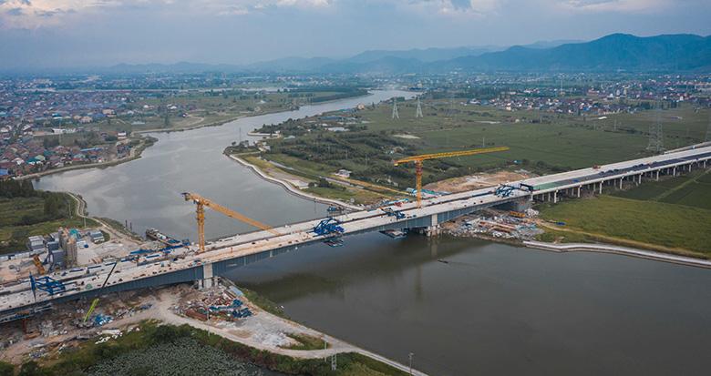 胜陆公路郭姆渡大桥顺利合龙 9月底通车