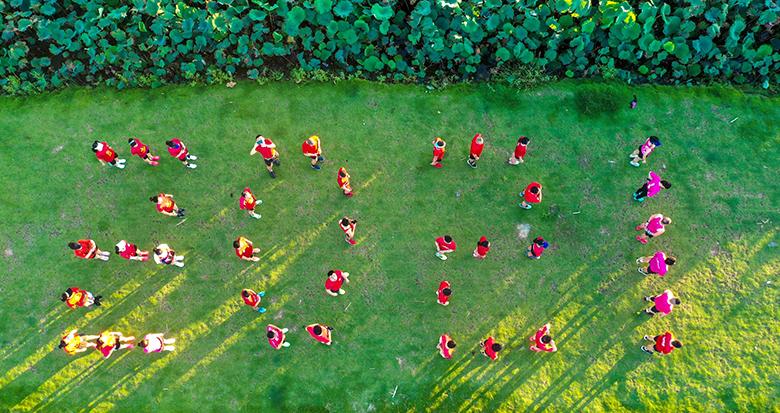 """每人跑一周 每天一个""""半马""""!这群宁波跑友接力跑了100天"""