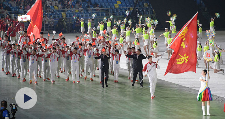 全运会开幕式举行 汪顺举旗引领浙江体育代表团