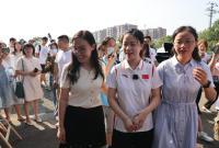 奥运冠军杨倩回母校 分享比赛经验和学习经历