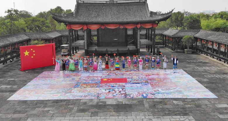 庆国庆!镇海�势�20余名少数民族群众绘制72幅农民画