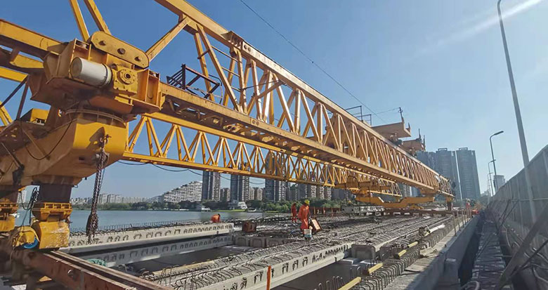 姚江大桥改造项目完成全线主桥梁板架设工作 预计明年完工