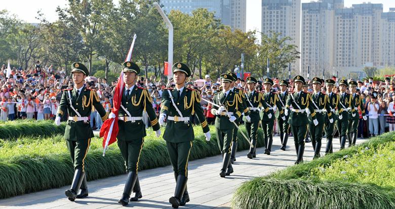 祝福祖国!宁波多地举行国庆升国旗仪式