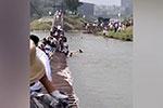 河南中牟一景区吊桥断裂:十余人落水无伤亡 景区停业整顿