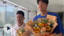 """两位奥运男神回家!""""继续努力,为宁波争光"""""""