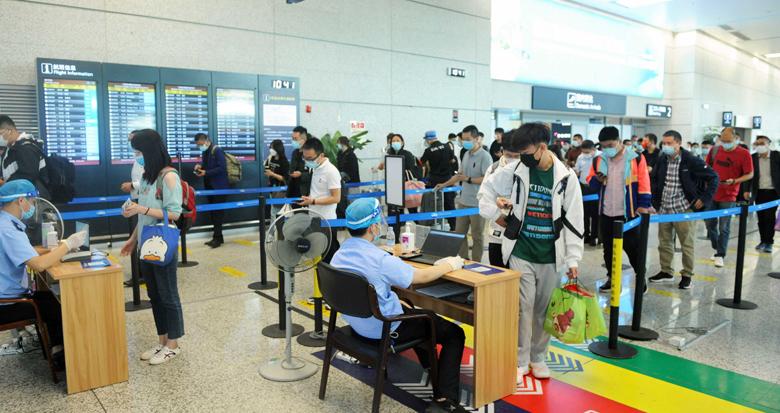 宁波机场出现客流高峰