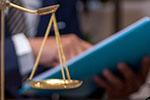 父亲倒车不慎压死两岁儿子 法院判保险公司赔付111万元