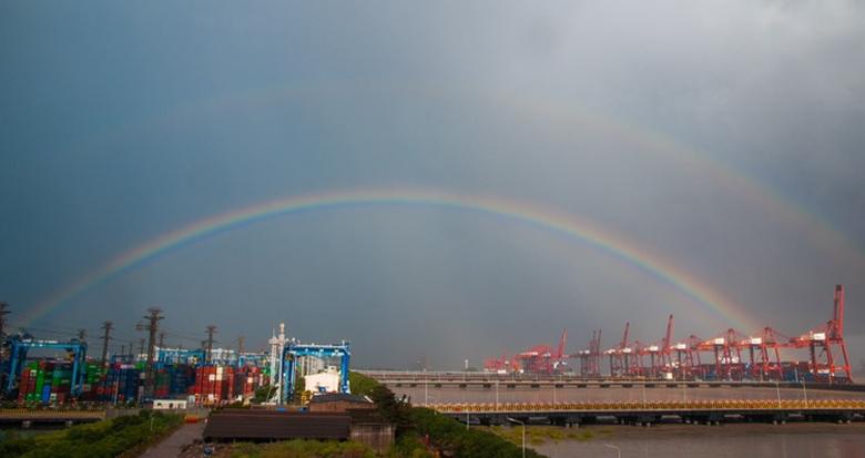 北仑港区出现两条美丽的彩虹