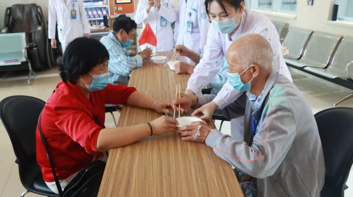 病房活动2.JPG