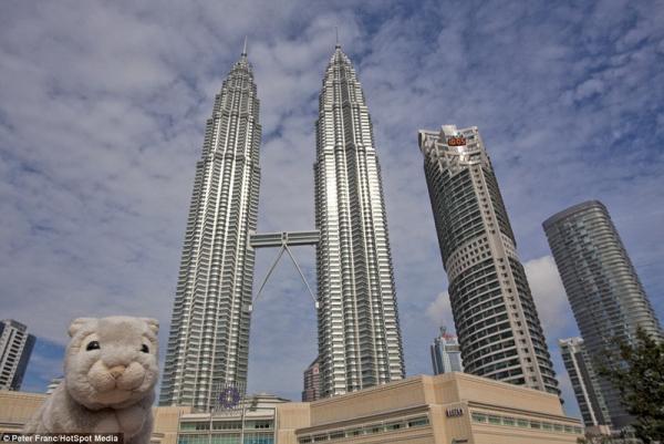 团聚在吉隆坡的双子塔